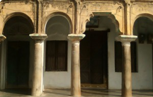 Portico_of_an_old_house_in_Peddapuram_02
